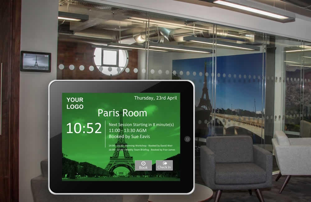 Individual room booking screen suitable for wall and glass mounting, with Wifi and Poe